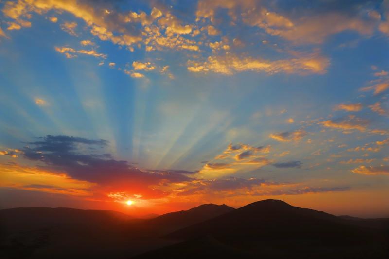 Sonnenaufgang in der namibischen Wüste